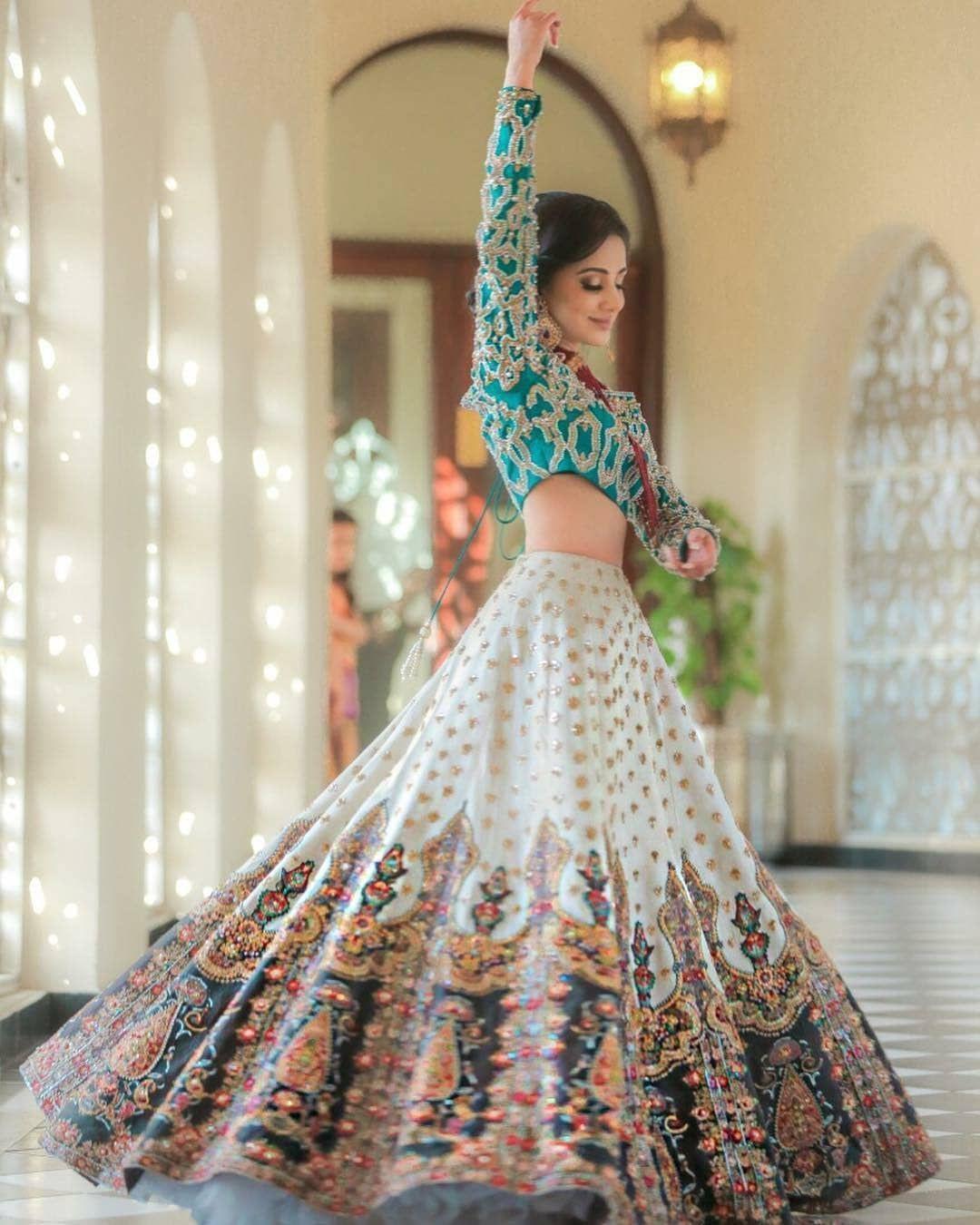 Lehnga Dress 544372673710815244 In 2020 | Indische