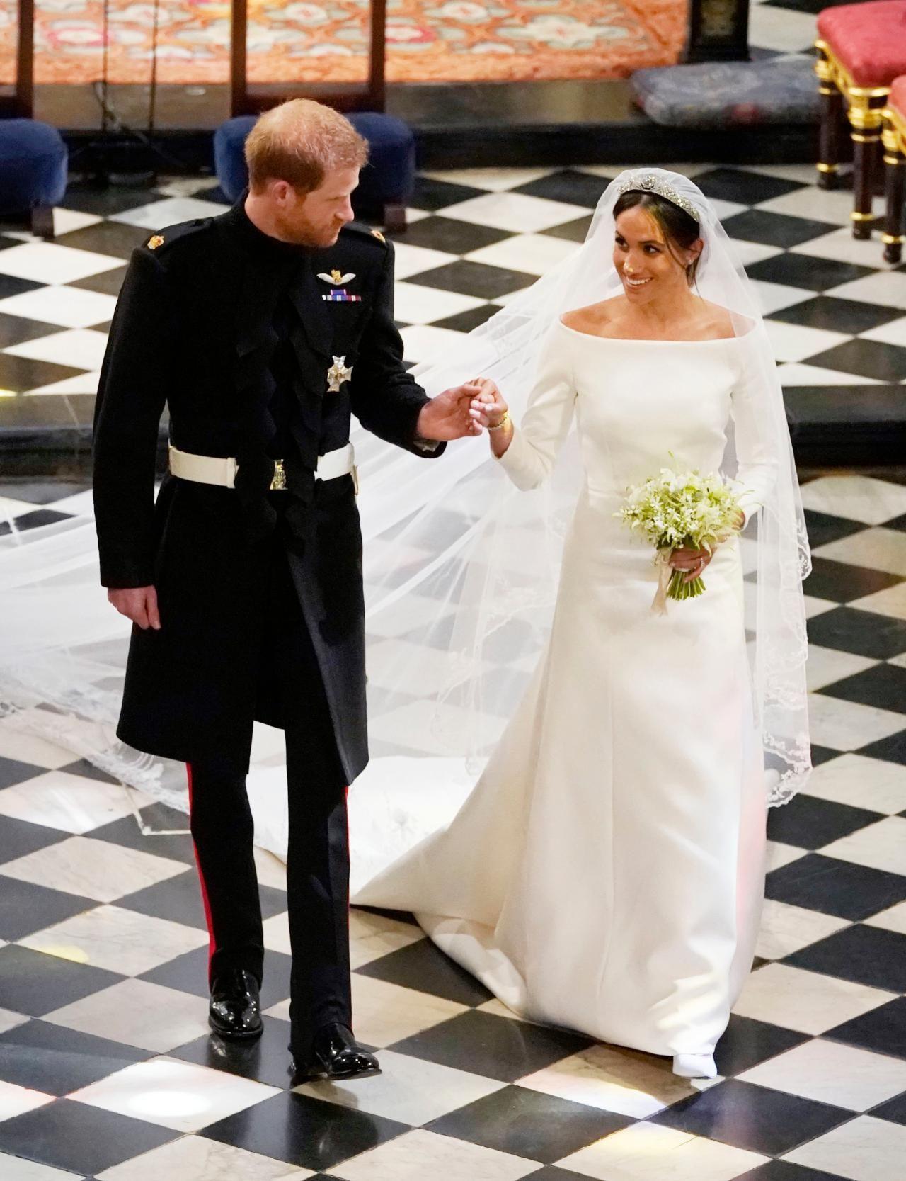 Lookbook | Meghan Markle | Königliche Hochzeitskleider