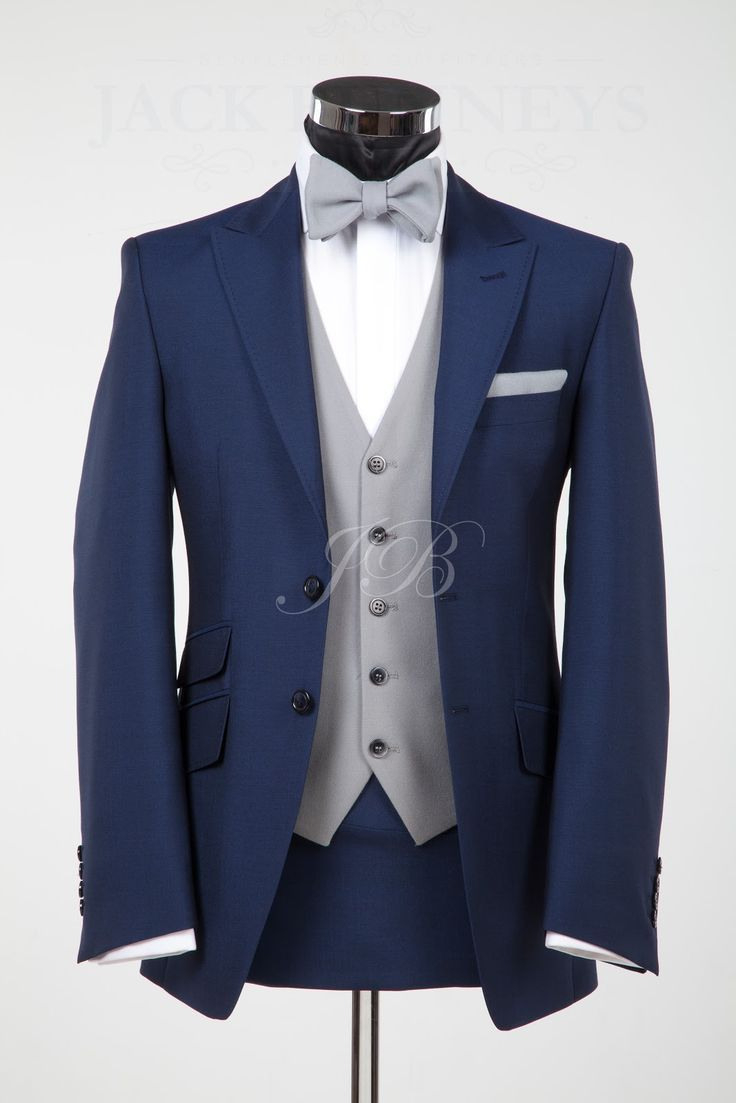 Männeranzug Mit Fliege #fliege #manneranzug Bräutigam Anzug