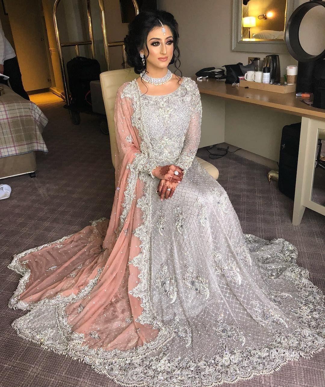Pin Von Sanny Kaur Auf Hochzeit | Pakistanische Brautkleider