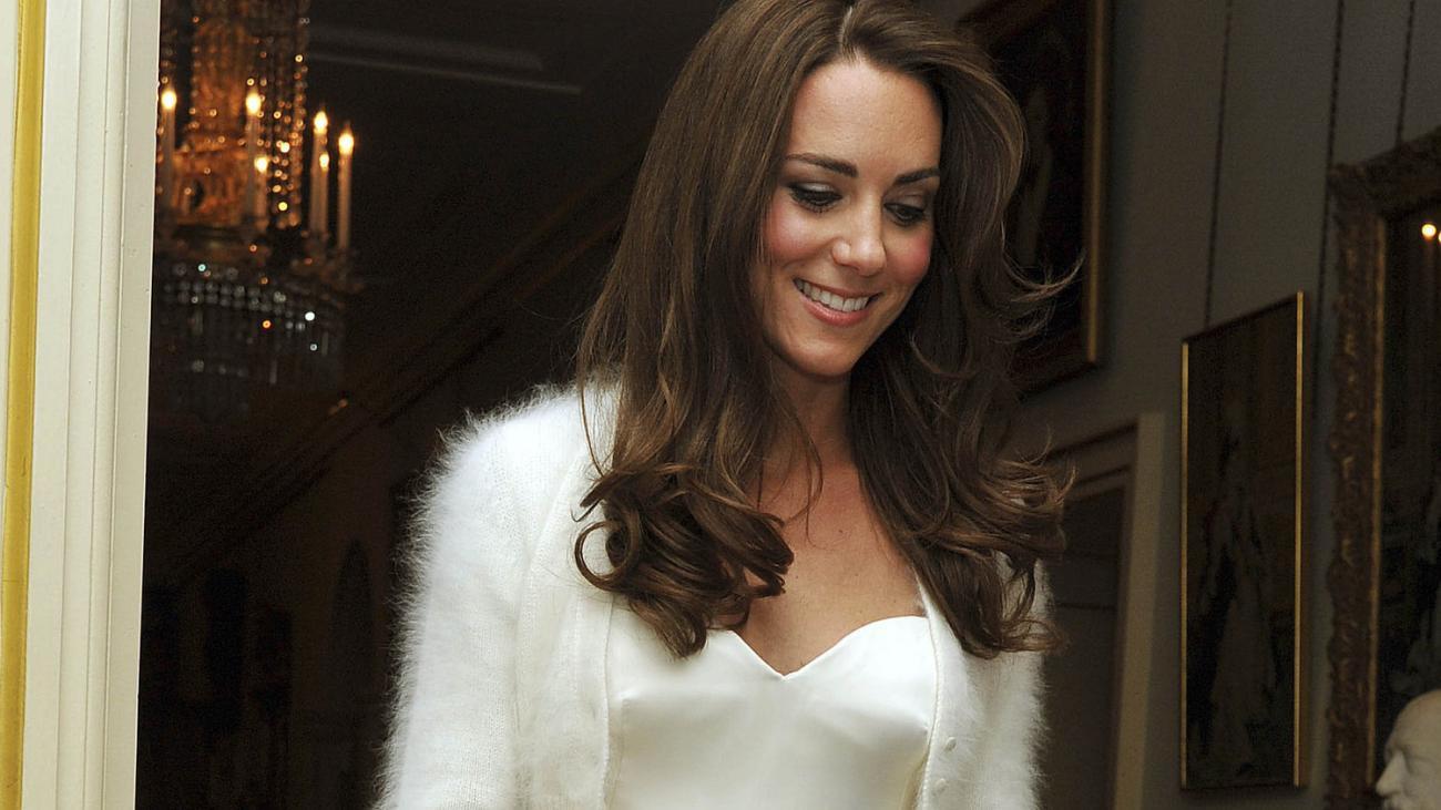 Protokoll Der Royal Wedding: Kate Trägt Zur Party Kleid Von