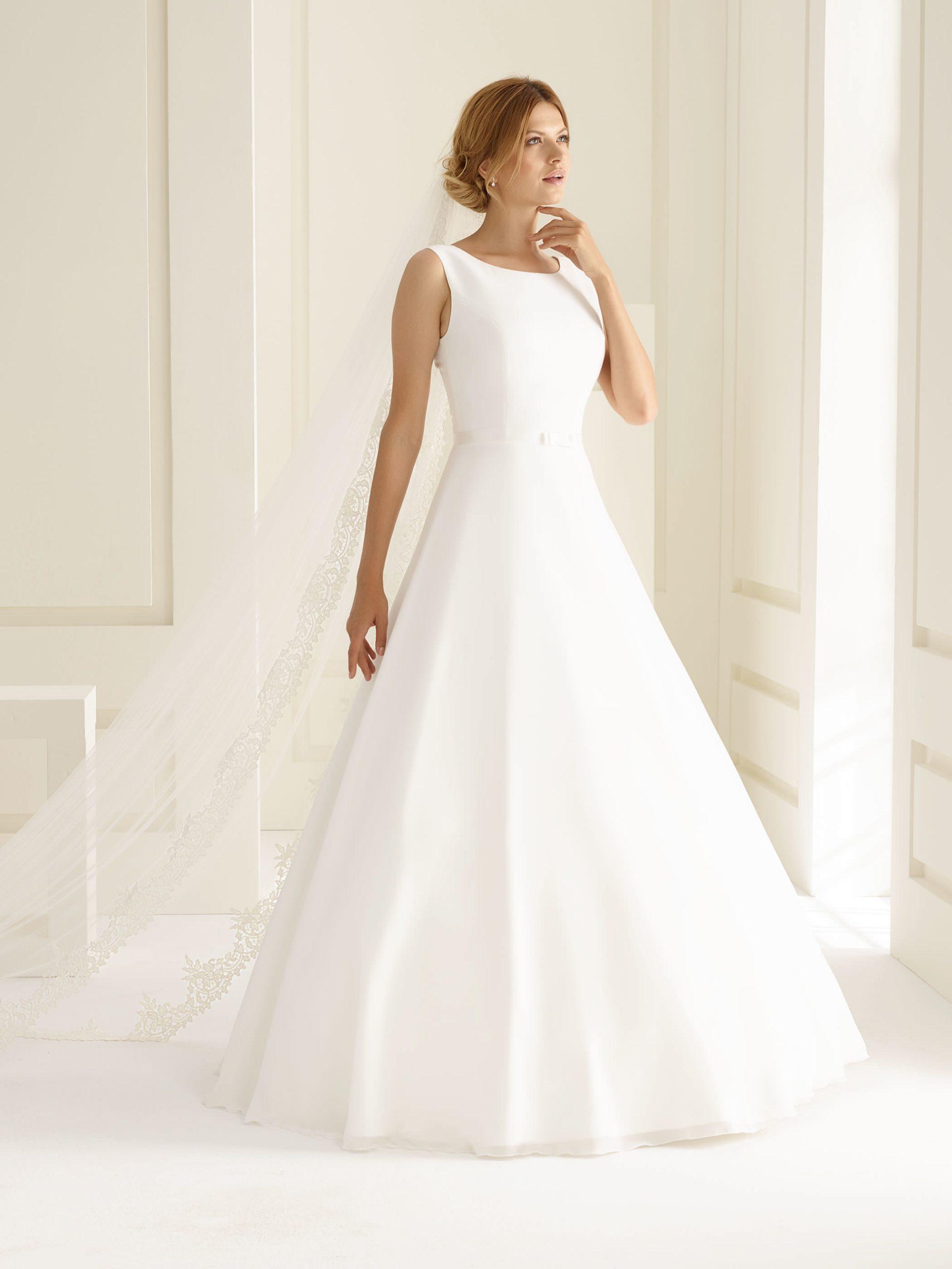 Schlichtes Brautkleid Aus Chiffon  Samyra Fashion - Abendkleid