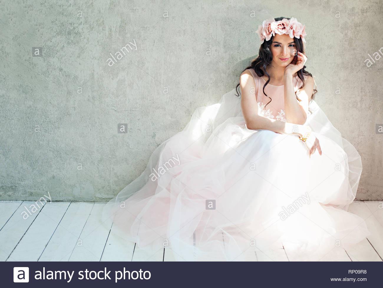 Schöne Braut Frau In Tulle Rosen Hochzeit Kleid, Lifestyle