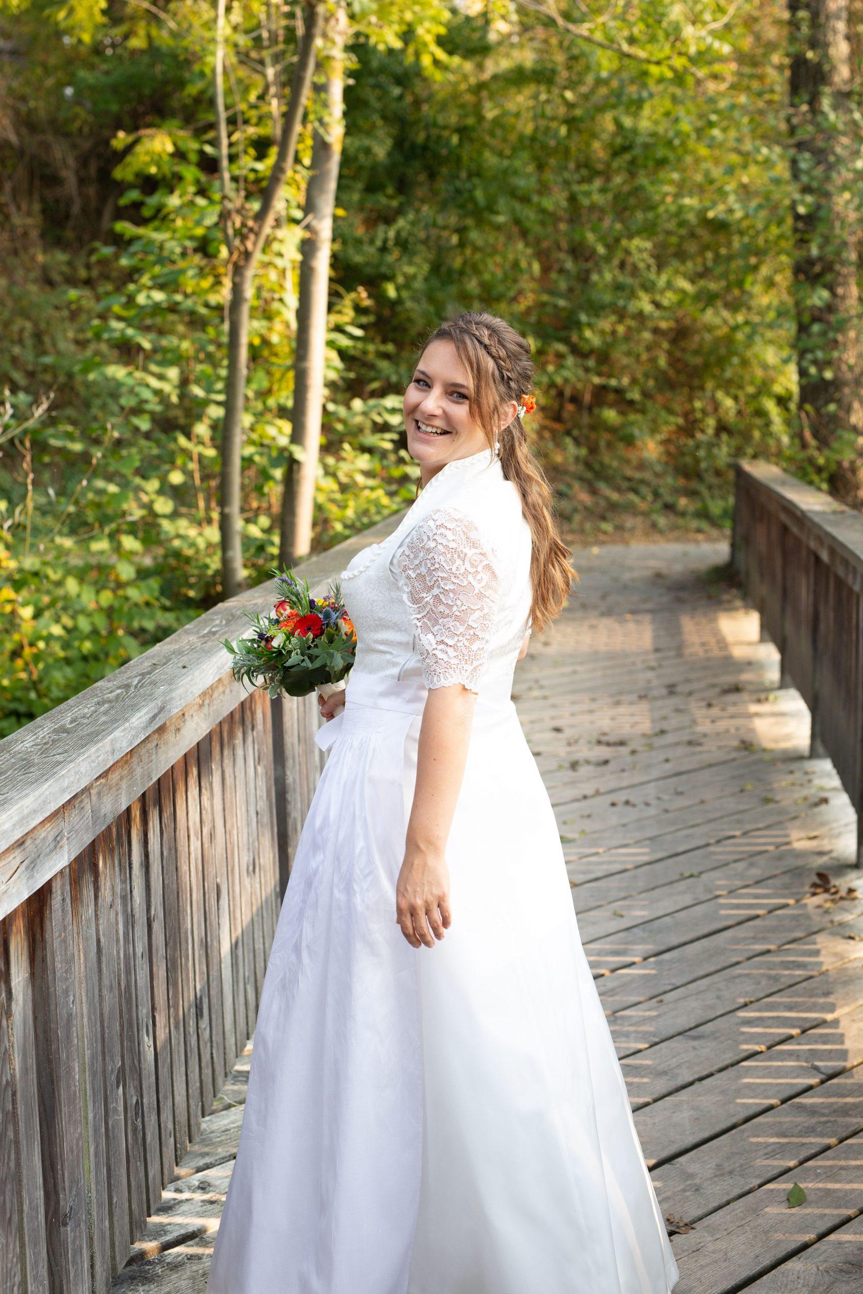 Title} (Mit Bildern) | Braut Dirndl, Kleid Hochzeit