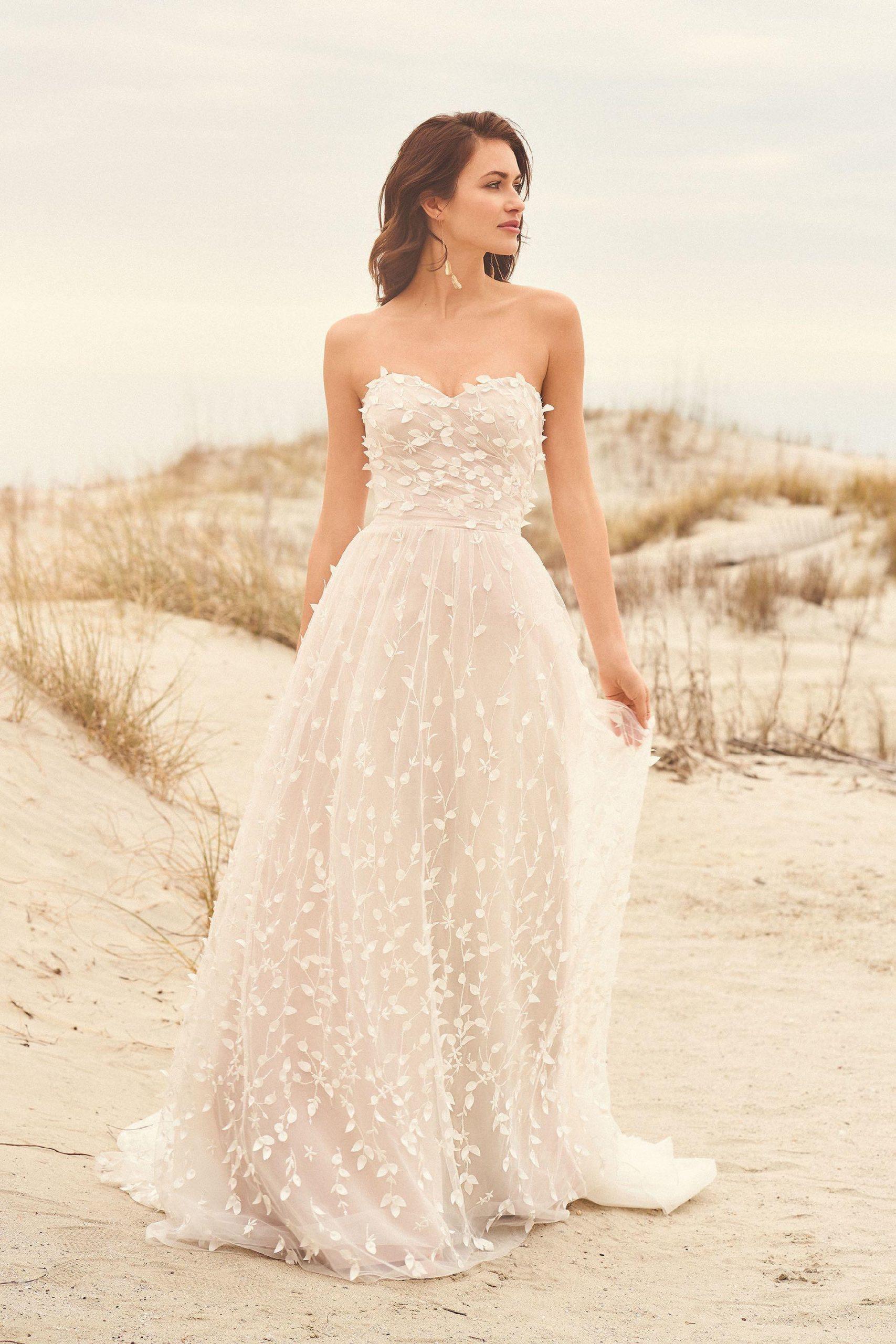 Trägerloses Brautkleid Im Prinzessstil Mit Sweetheart