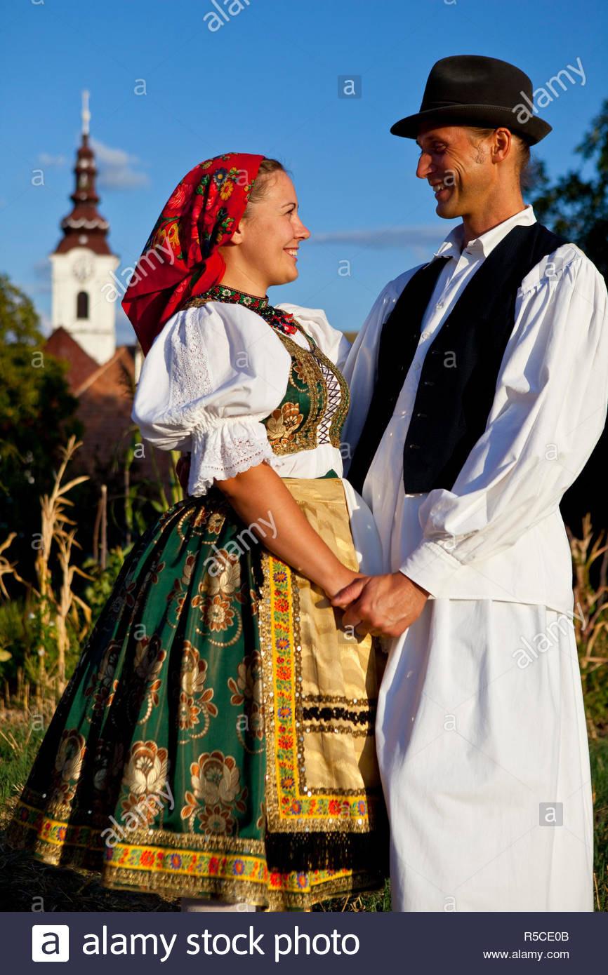 Ungarn Kleid Folk Stockfotos & Ungarn Kleid Folk Bilder - Alamy
