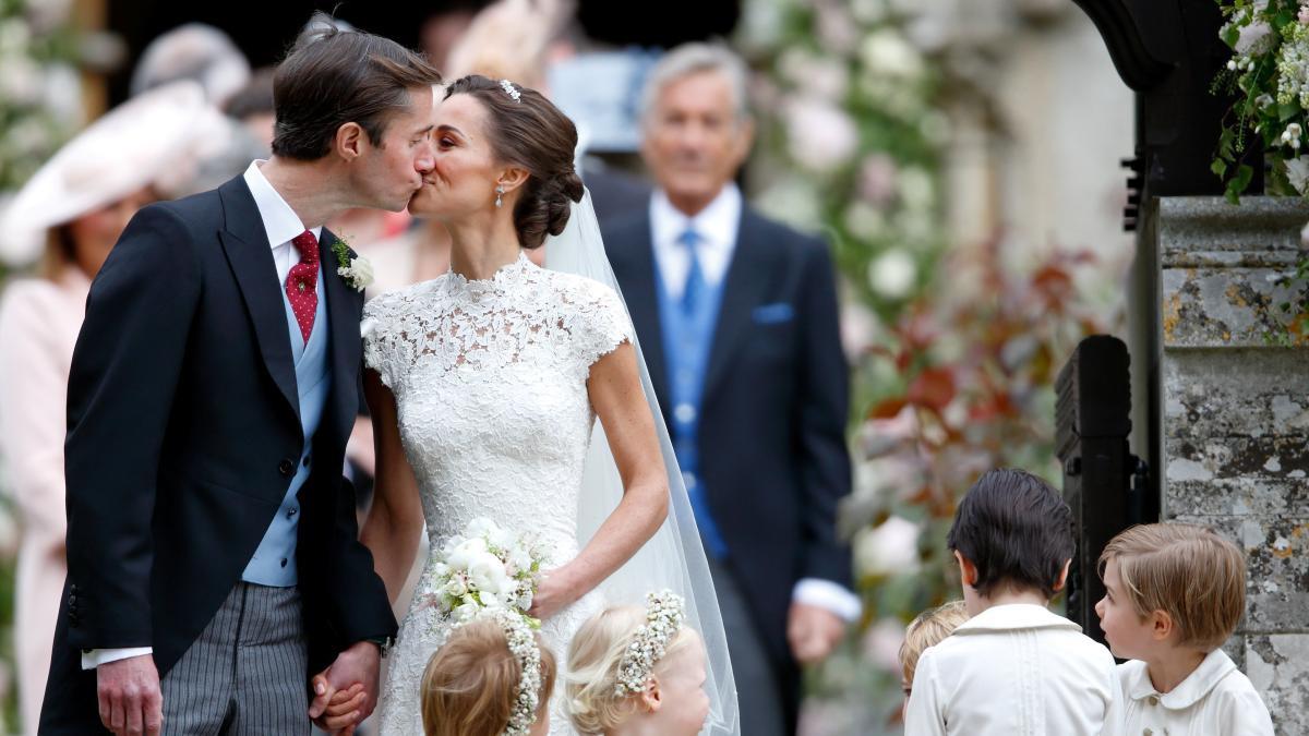 Unsitte: Warum Müssen Die Hochzeitsgäste Die Feier