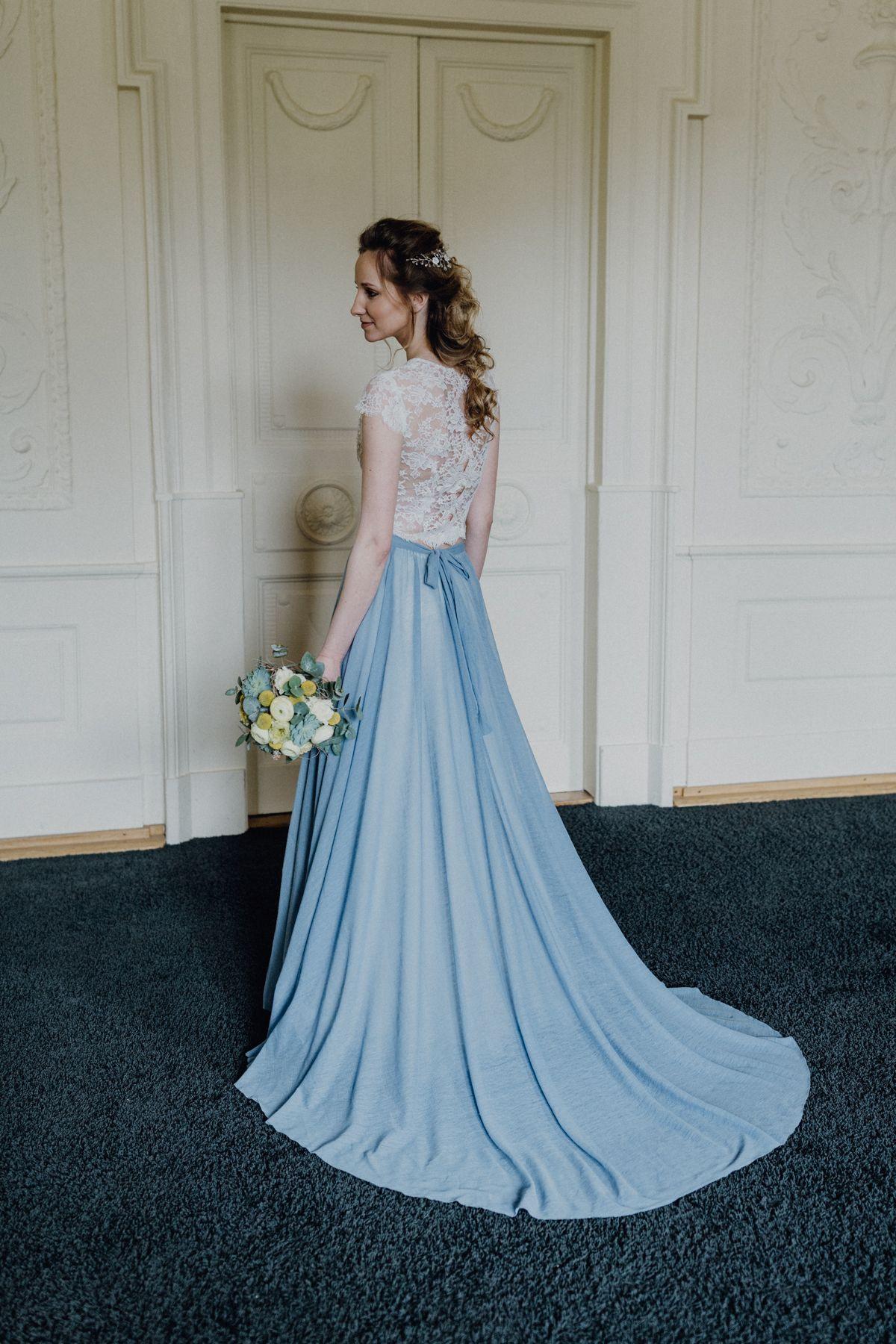 Urban Heiraten In Blau Und Gelb Mit Cooler Gin Bar | Kleid