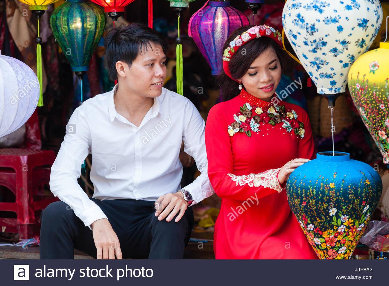 Vietnamesisches Hochzeitskleid Stockfotos & Vietnamesisches