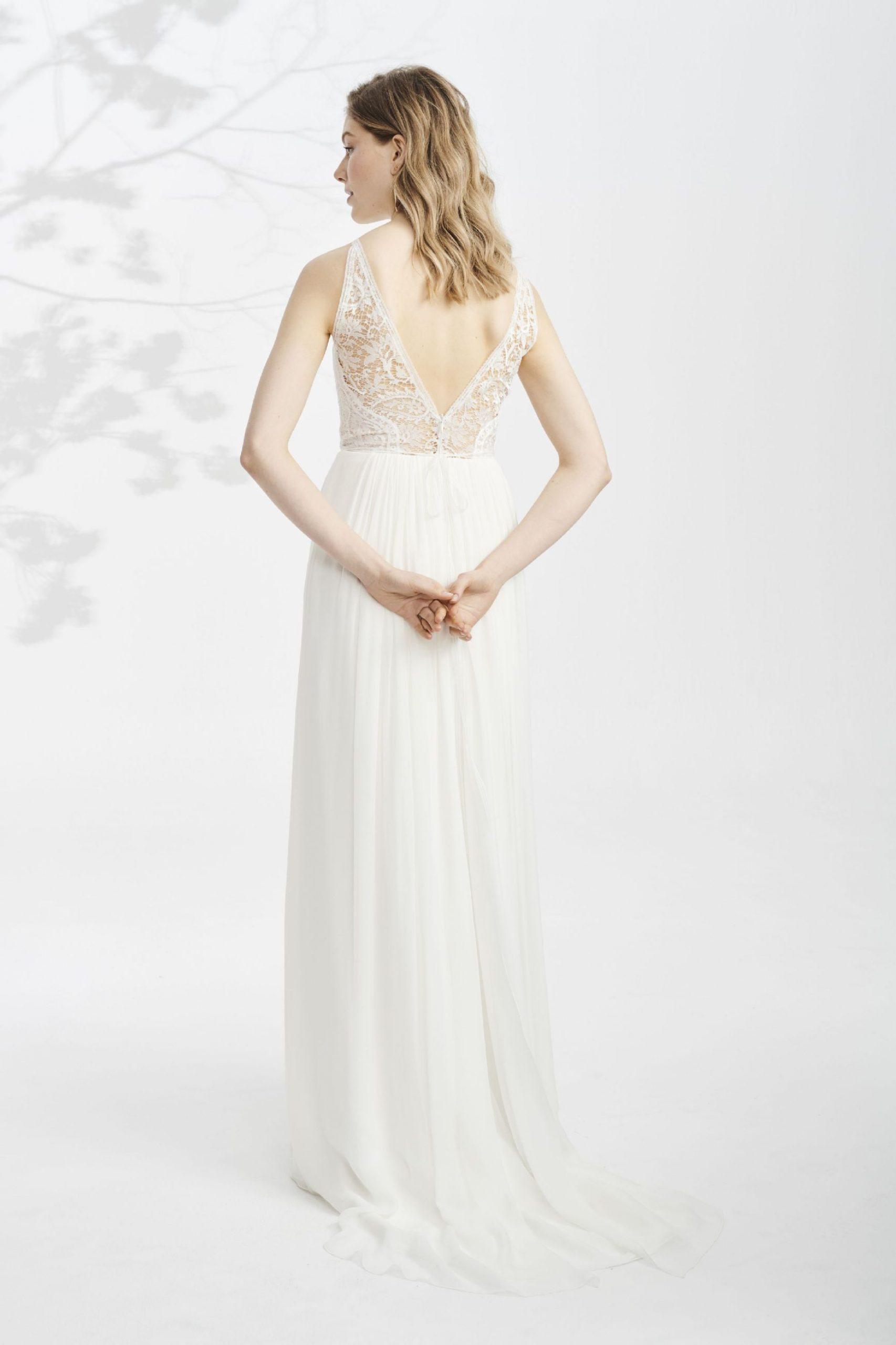 Weddingdress Maiga ♥ Fluent Weddinggown In With A Beautiful