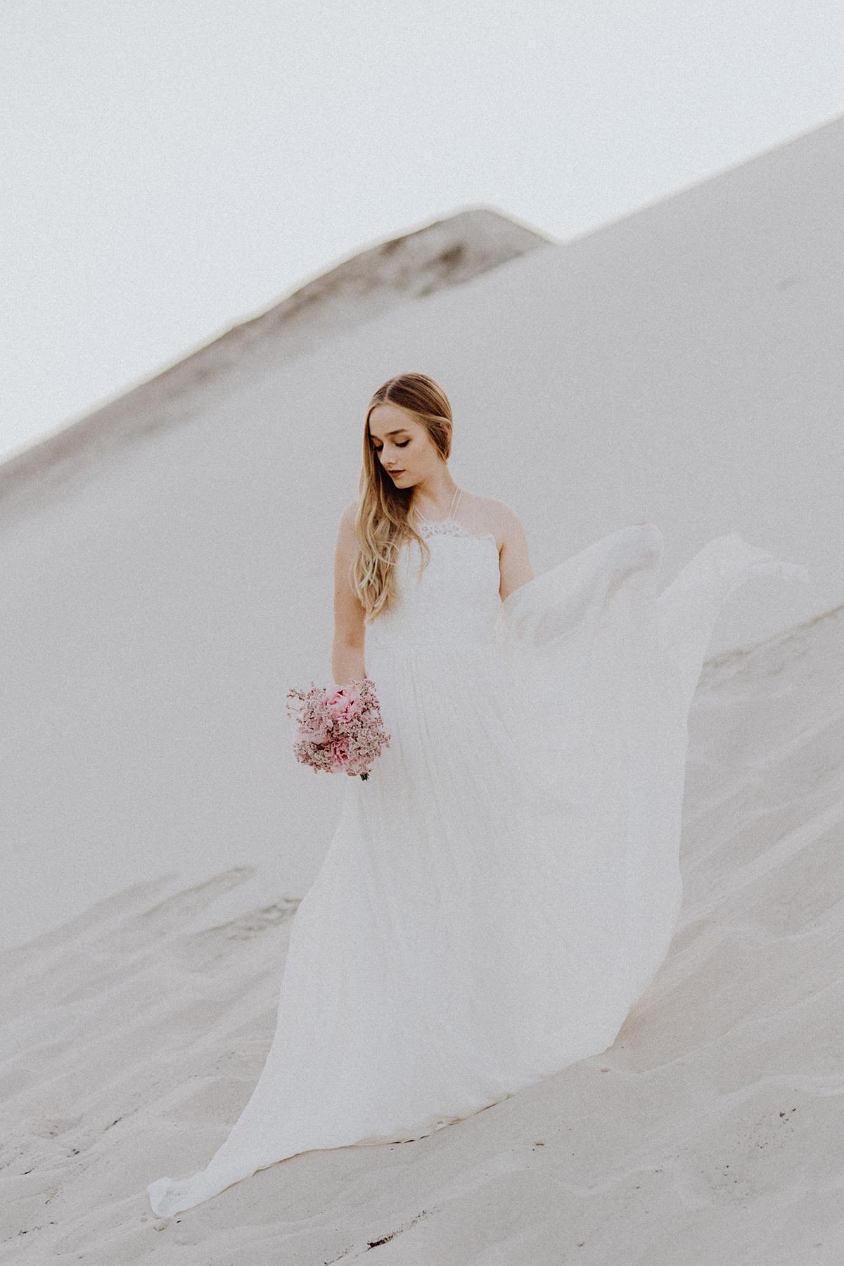 Wehendes Kleid Hochzeit Vintage Bodenlang Mit Schleppe