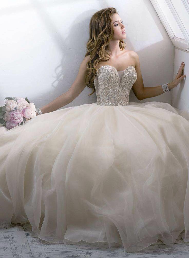 Absolutely Beautiful  Brautkleid Prinzessin