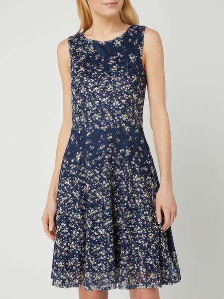 Apricot Kleid Aus Spitze Mit Floralem Muster In Blau