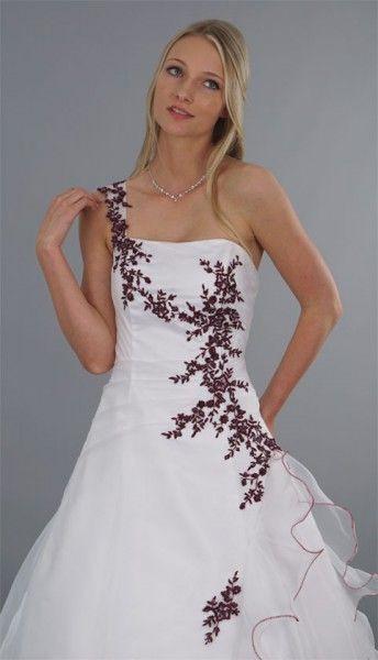 Ausgefallenes Weißes Brautkleid In Alinie Mit Weißer