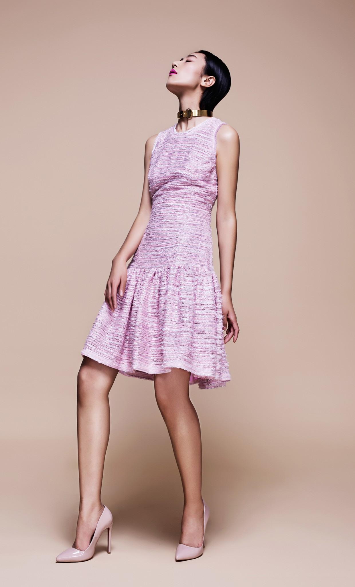 Ausgestelltes Kleid Aus Leichtem Tweed In Pastell Pink