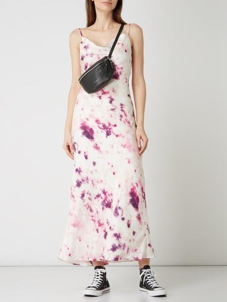 Bardot Kleid Aus Satin In Batikoptik In Lila Online