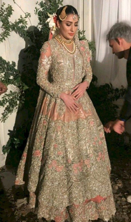 Beautiful And Luxury Wedding Outfit For Bridal 09
