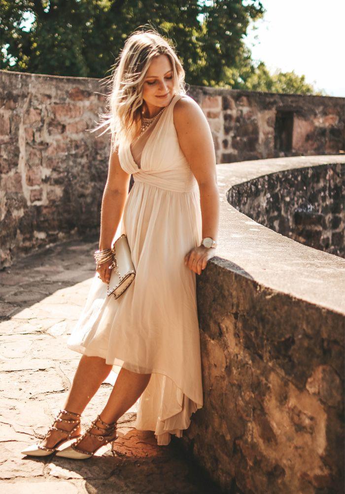 Beiges Kleid Kombinieren Welche Schuhe Zu Einem Beige
