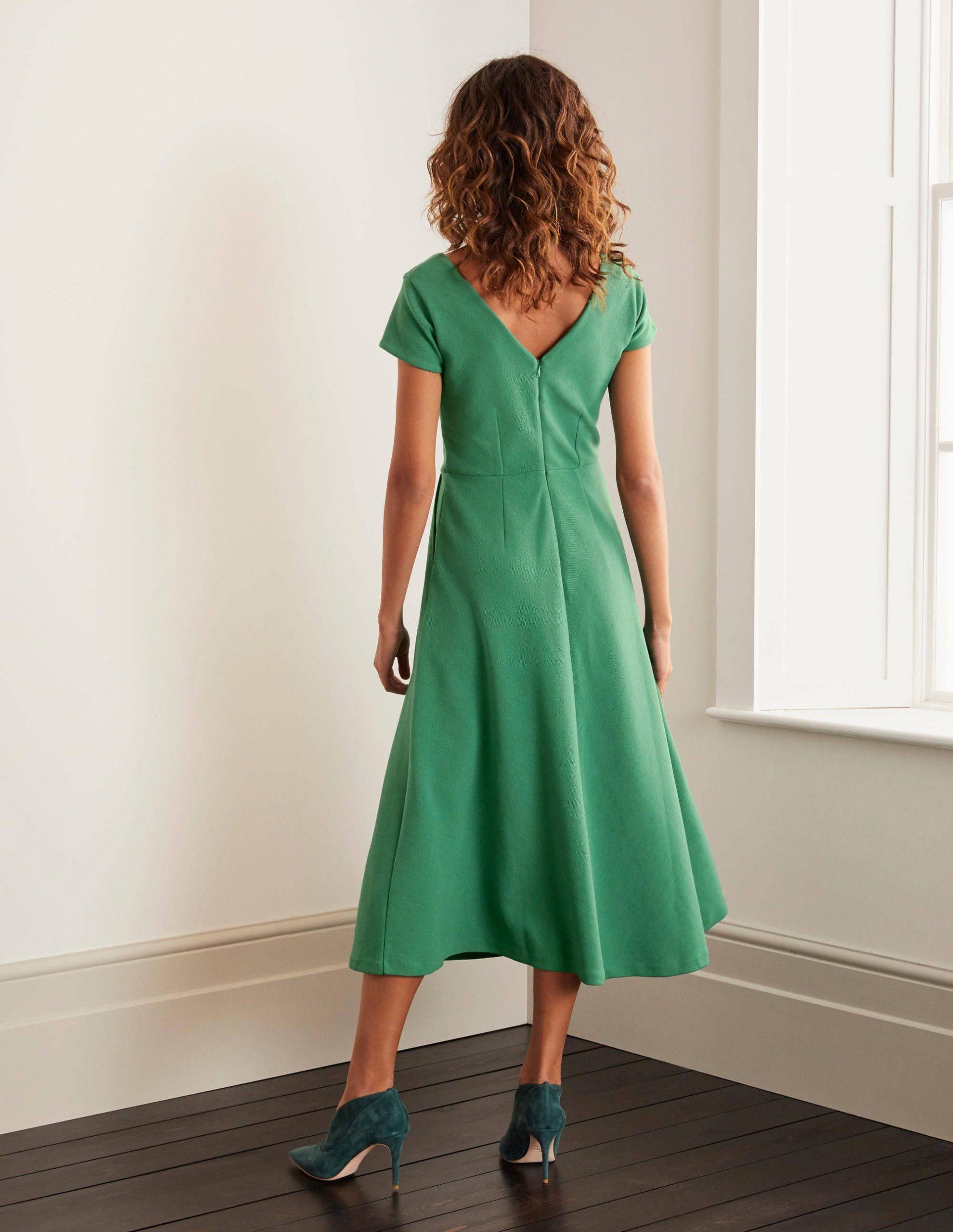 Belle Ottomankleid Mit Vausschnitt  Salbeigrün  Boden De