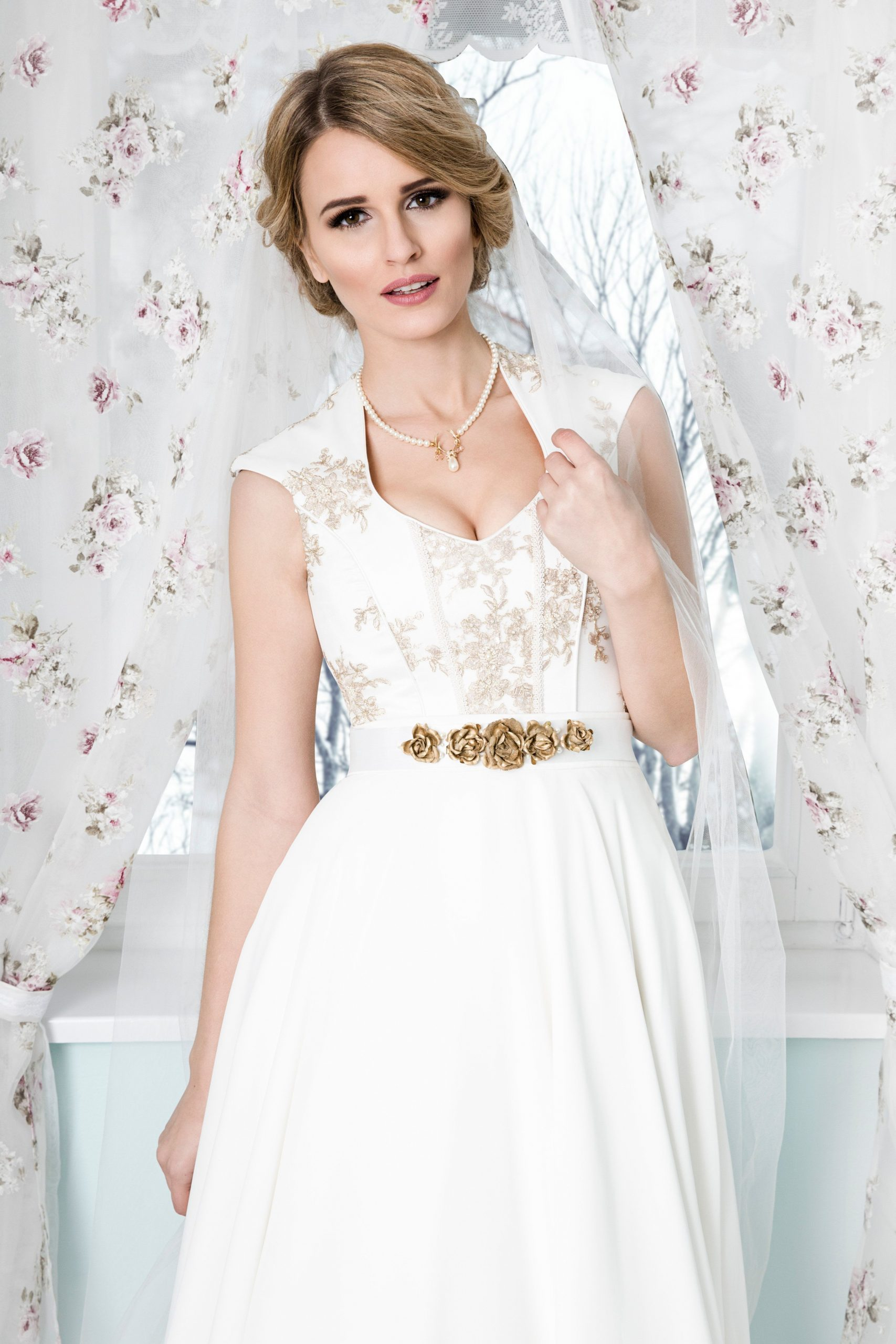 Bodenlanges Brautdirndl Kleid Für Die Trachtenhochzeit Im