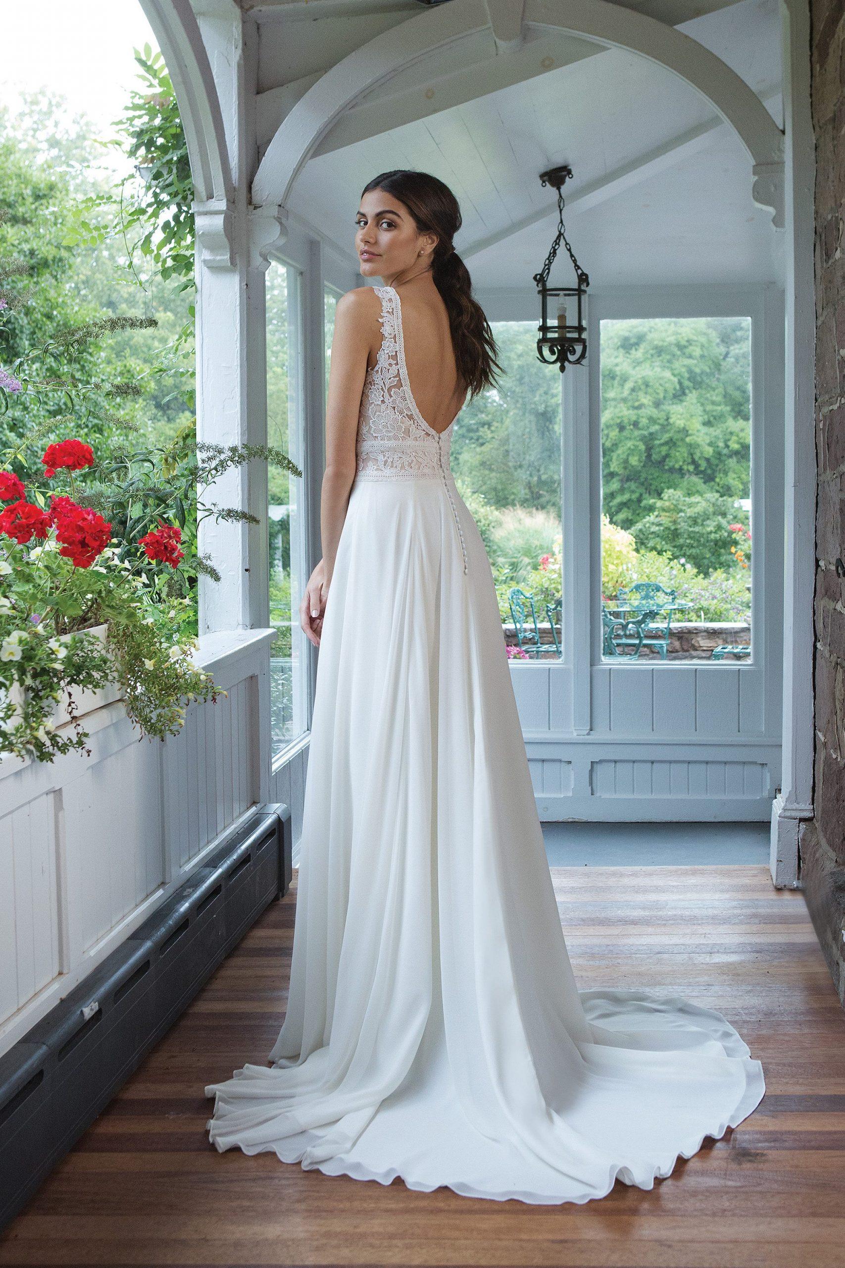 Boho Hochzeitskleid Mit Linearen Details  Sweetheart 11047