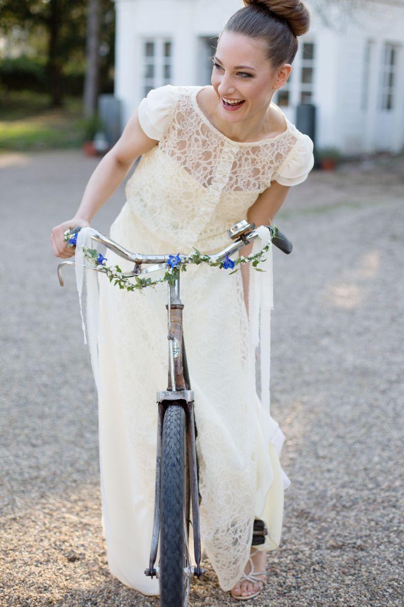 Braut Vintage Fahrrad Brautfrisur Modern Brautstyling