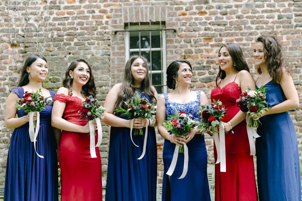 Brautjungfernkleider In Blau Und Rot Eine Großartige Farb
