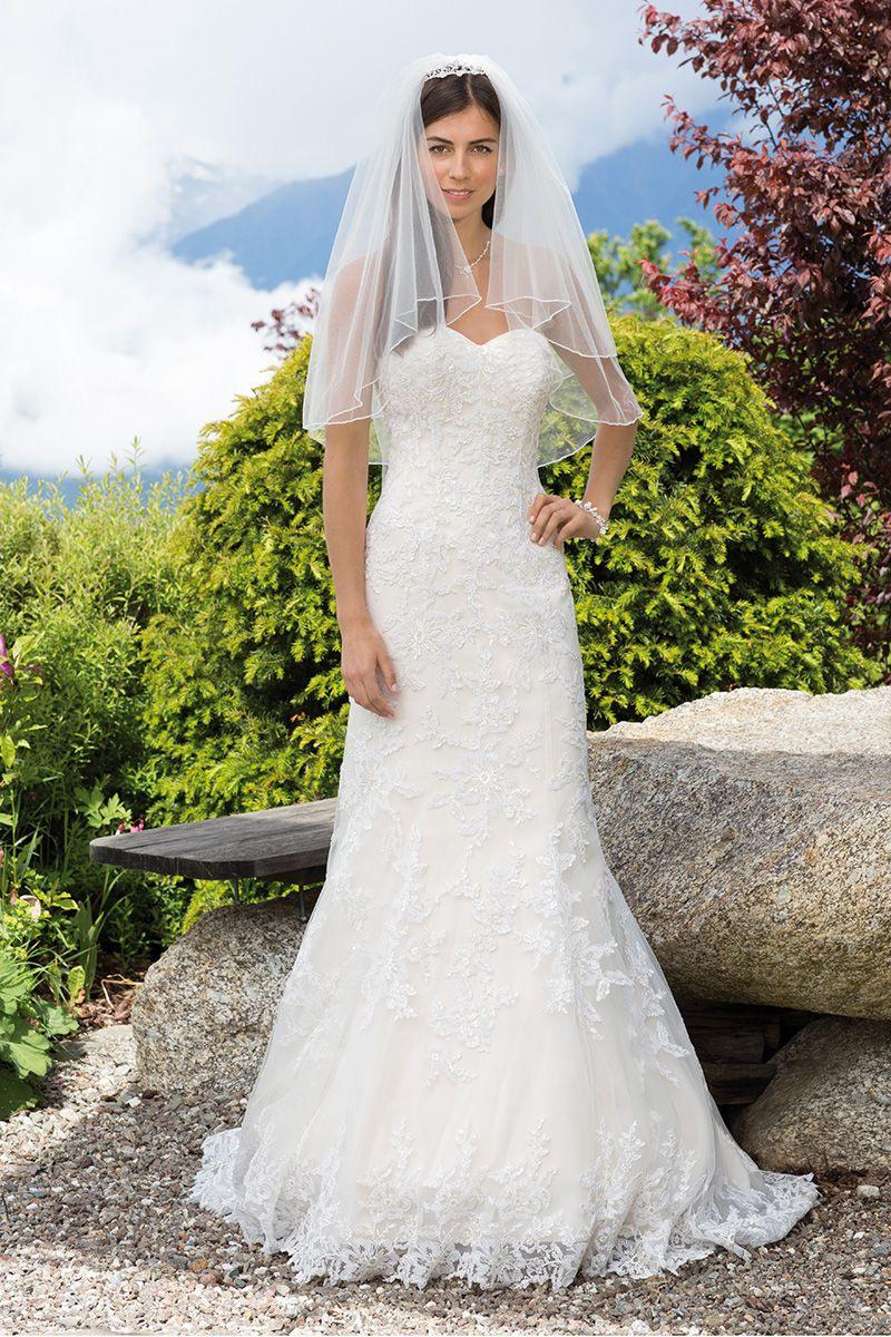 Brautkleid 18130 Wendi Mit Schleppe Und Stola Spitze