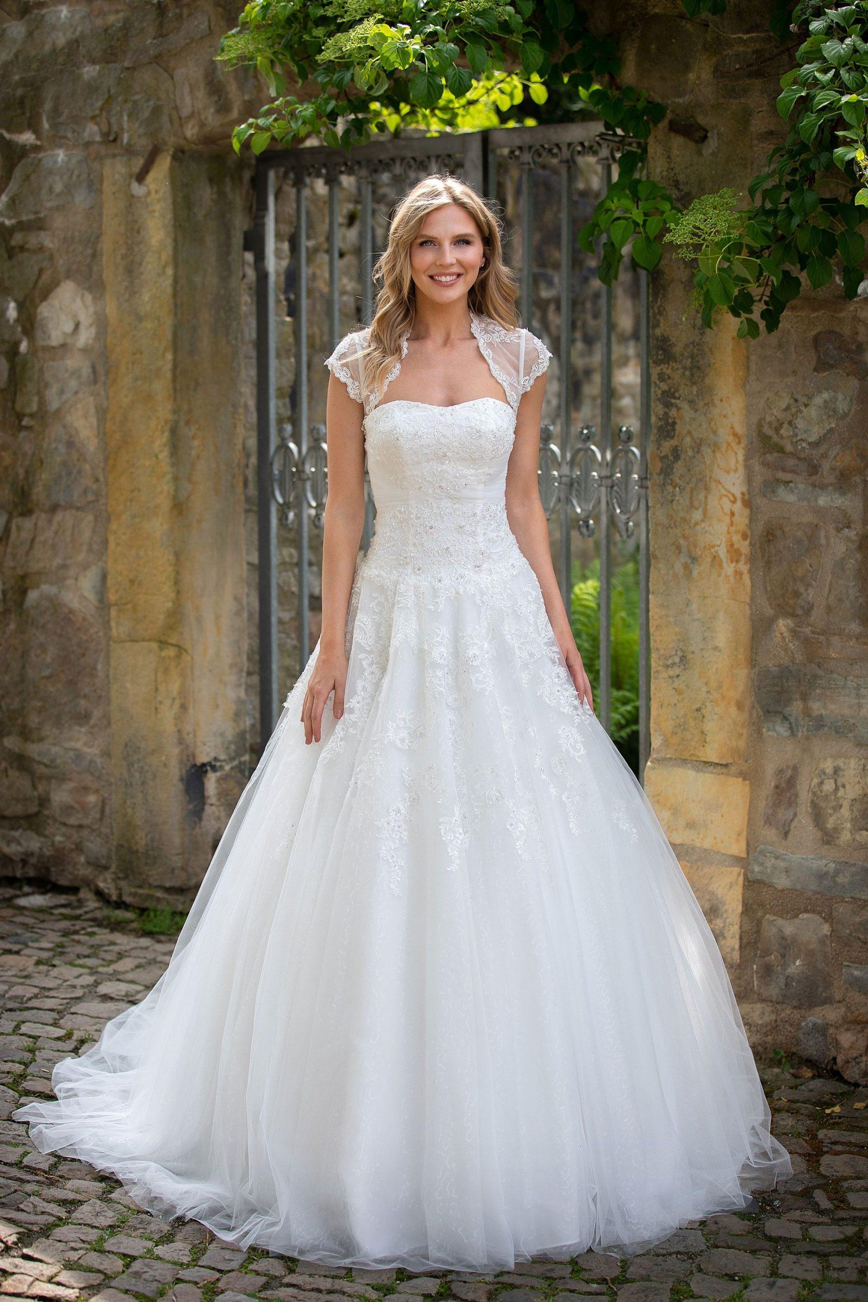 Brautkleid Adaline In 2020  Prinzessinnenkleid