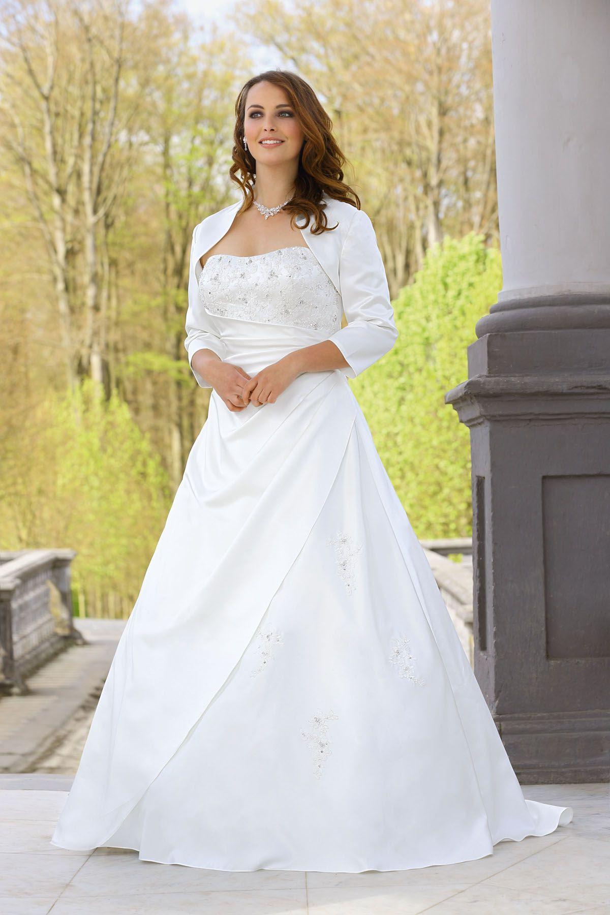 Brautkleid Aus Der Ladybird Brautmoden Kollektion 2015
