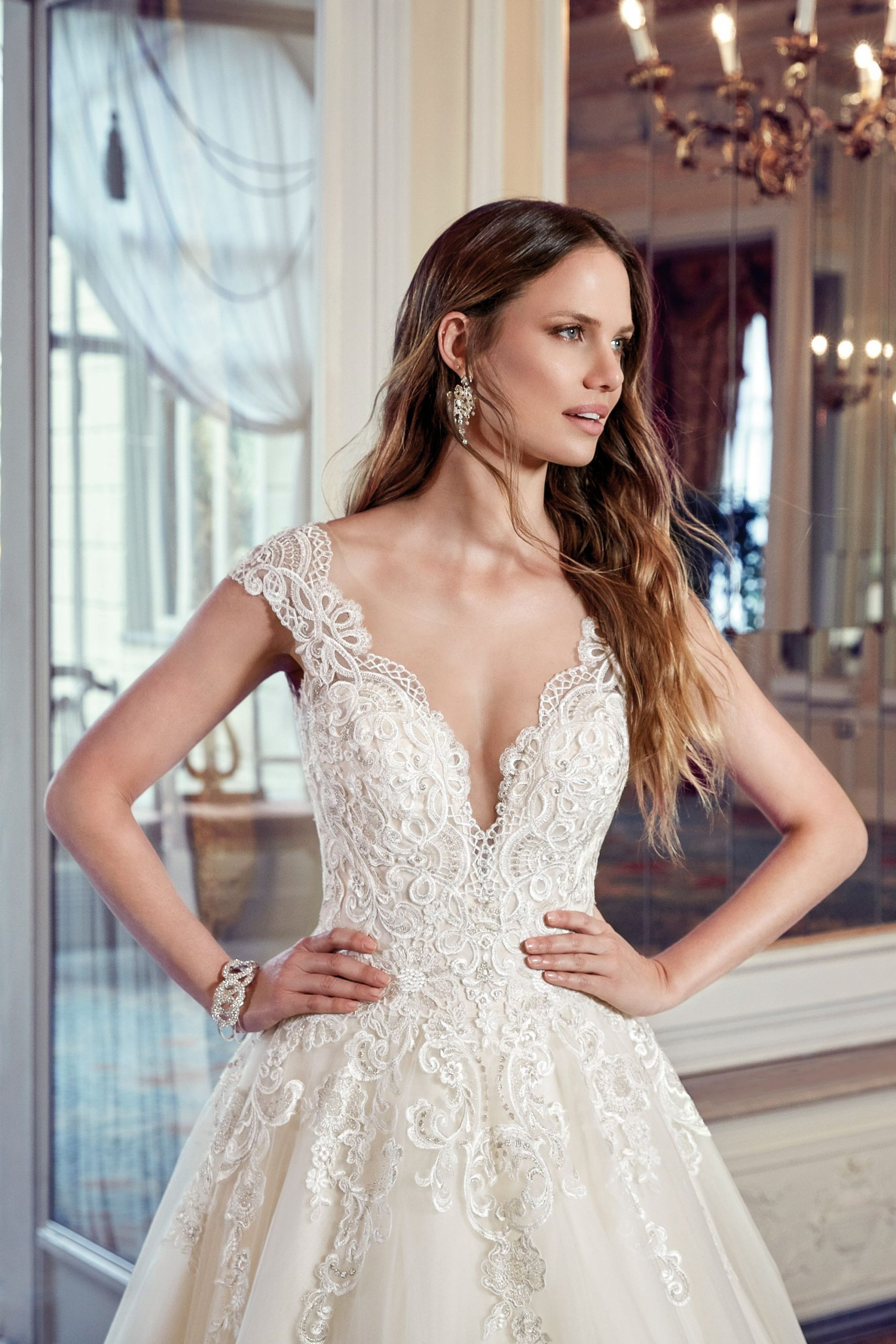 Brautkleid Prinzessin Viel Tüll Ivory Transparenter Rücken