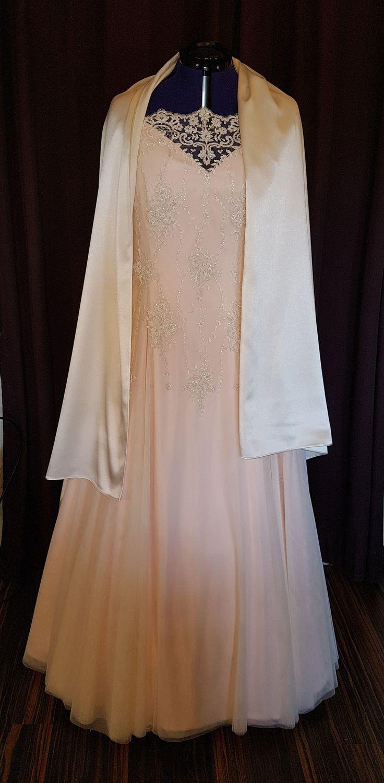 Brautkleid Rosa Mit Stola In 2020  Hochzeitskleid