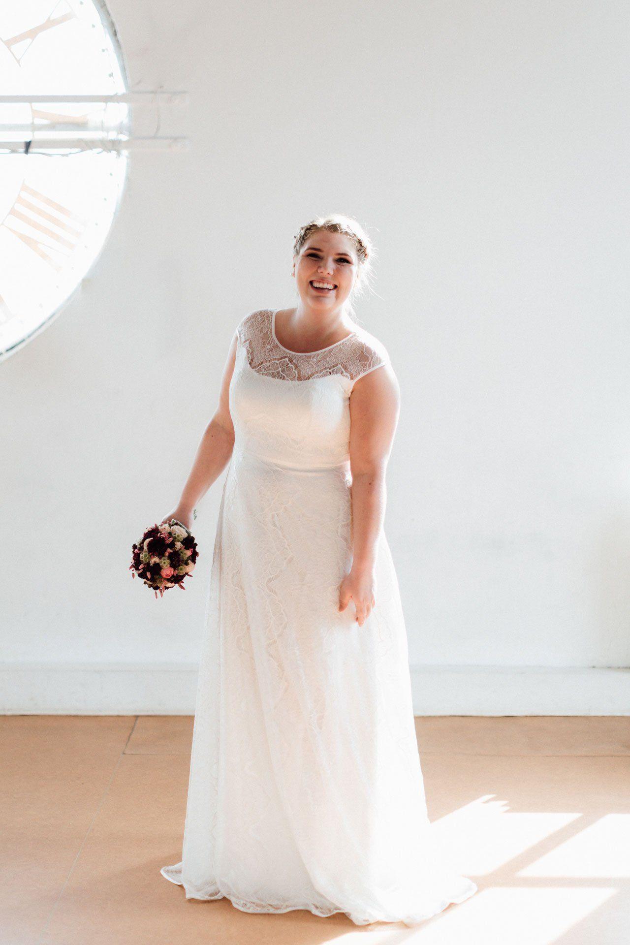 Brautkleider Große Größen Nanette  Hochzeitsfeier Kleider