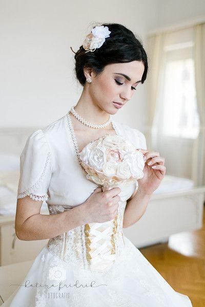 Broschenstrauß Brautstrauß Cremegold  Hochzeitskleider