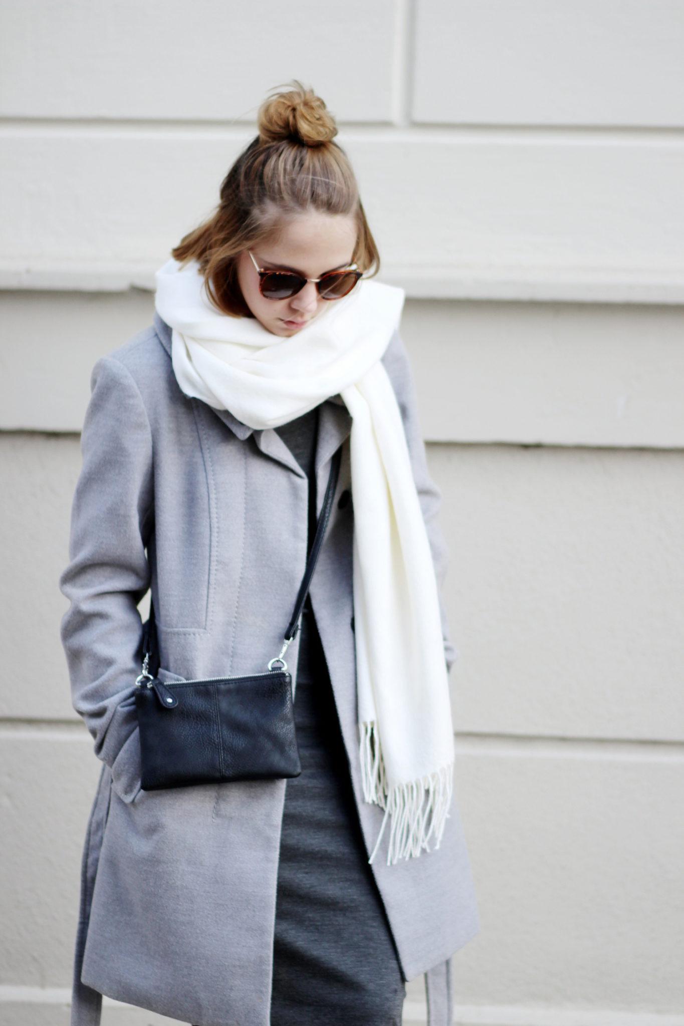 Casual Outfit Mit Midikleid Von Zara Und Grauem Mantel
