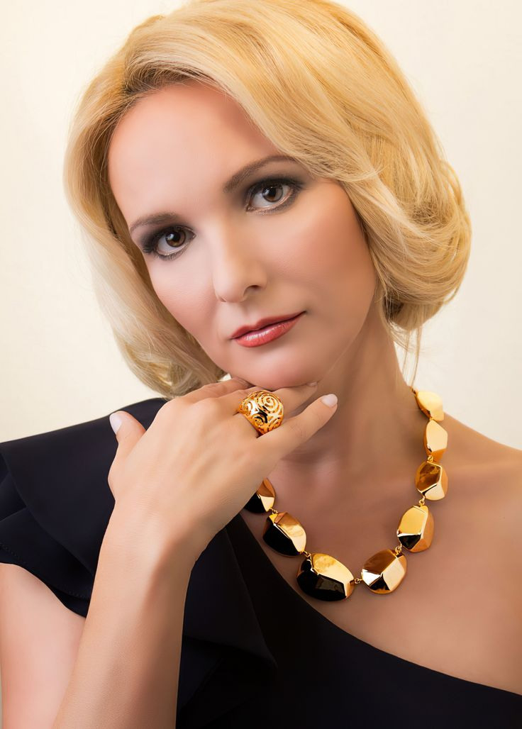 Clarissa Jungbluth Beautiful German Qvc Host In 2020