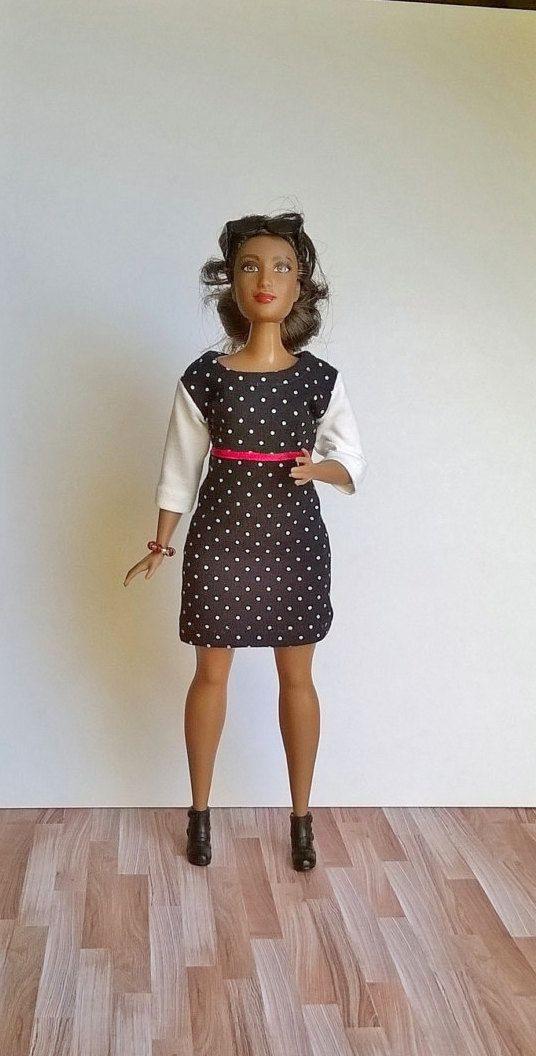 Curvy Barbie Kleid In Schwarz Mit Weißen Punkten Und