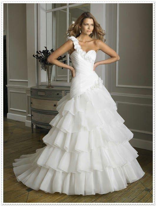 Die Schönsten Brautkleider 2015  Kleid Hochzeit