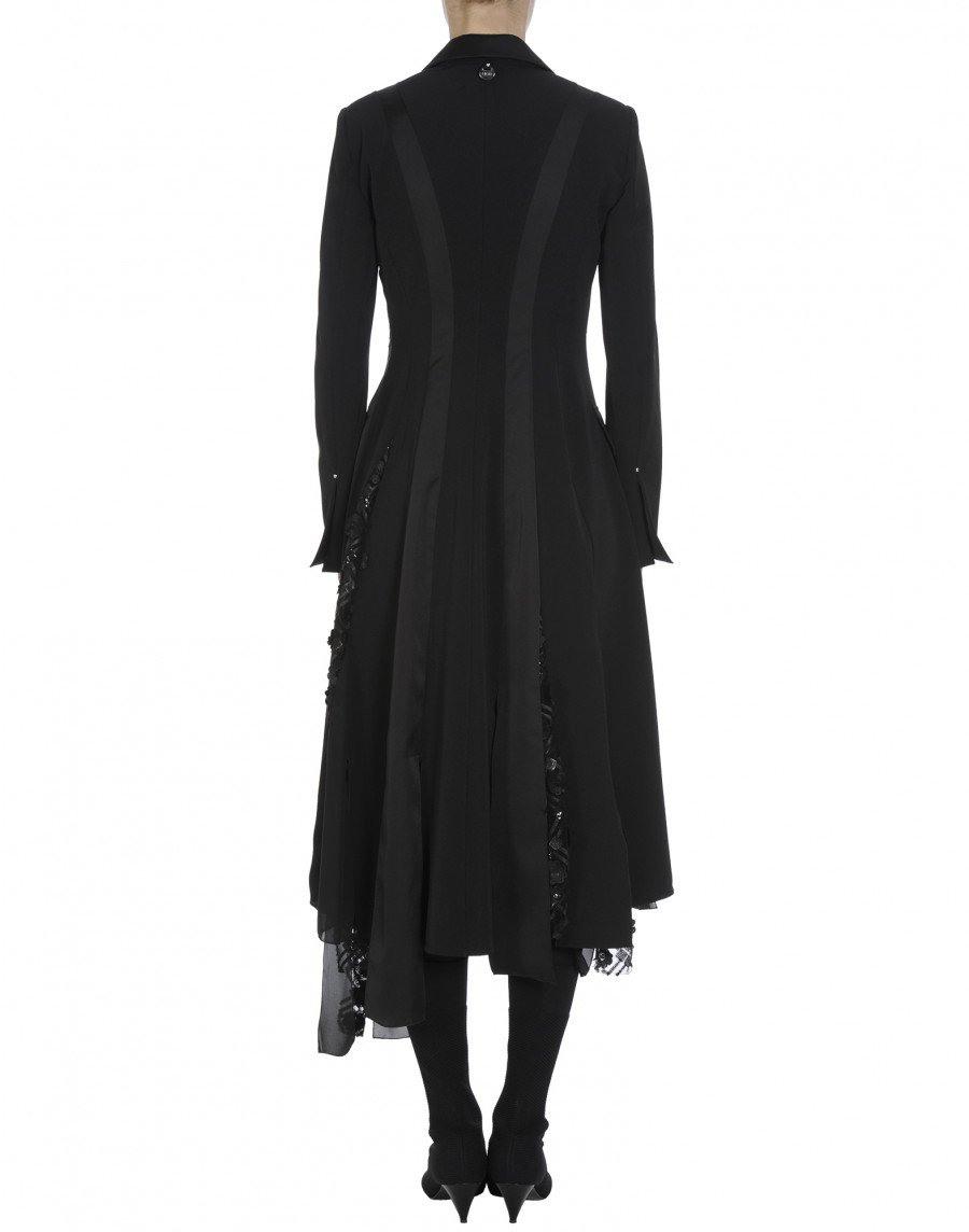 Dramatic Schwarzes Kleid Im Smokingstil