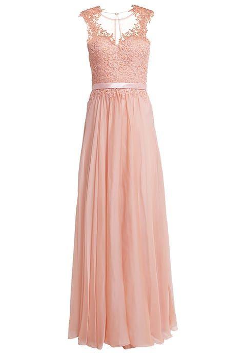 Ein Beeindruckendes Kleid Für Eine Beeindruckende Frau