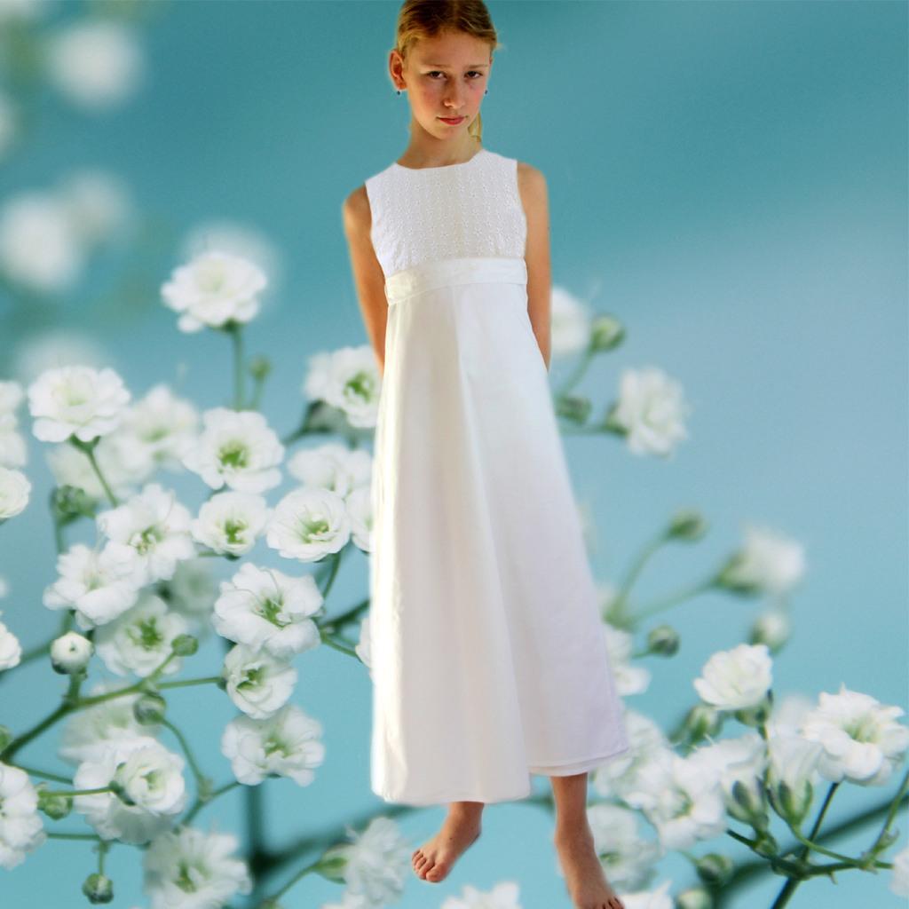 Ein Neues Kommunionkleid Mit Mageritenblümchen  Ma1