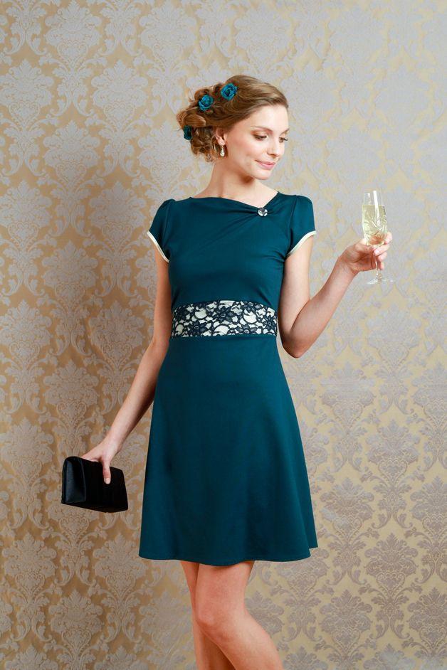 Elegantes Kleid In Petrol Mit Spitze Für Hochzeitsgäste