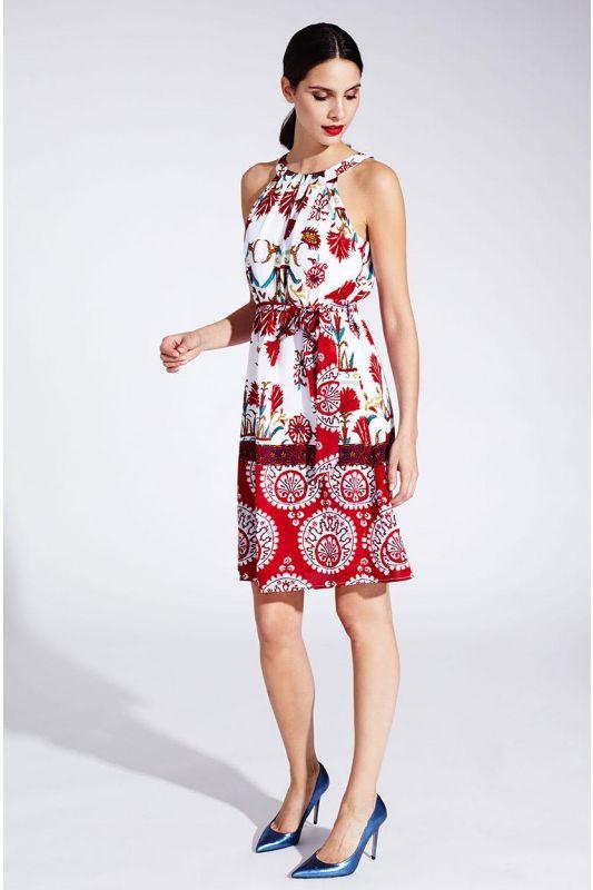 Elegantes Neckholderseidenkleid Mit Muster