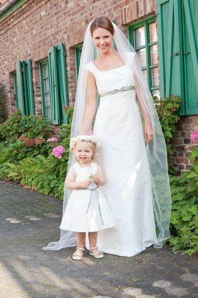 Emma Schlichtes Hochzeitskleid Im Empirestil Und Farbiges