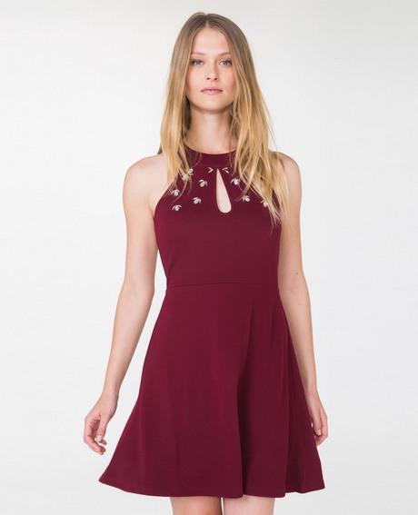 Enges Rotes Kleid