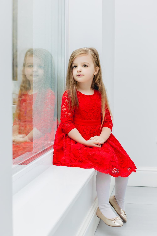 Festliches Mädchenkleid Aus Roter Spitze Mit Schleife