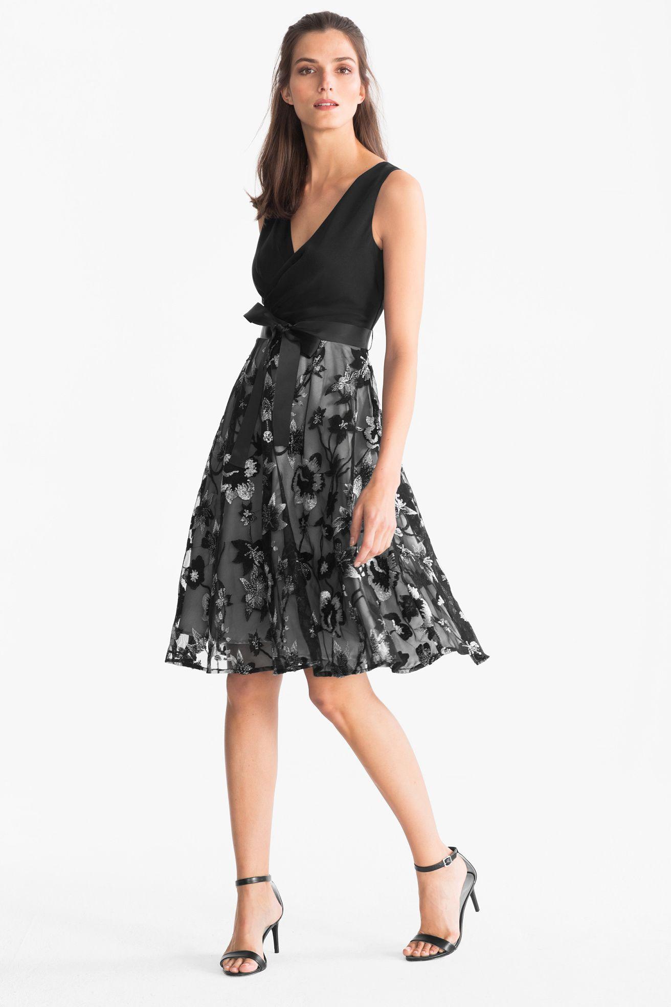Fit  Flare Kleid  Glanz Effekt  Schwarz  Flare Kleid