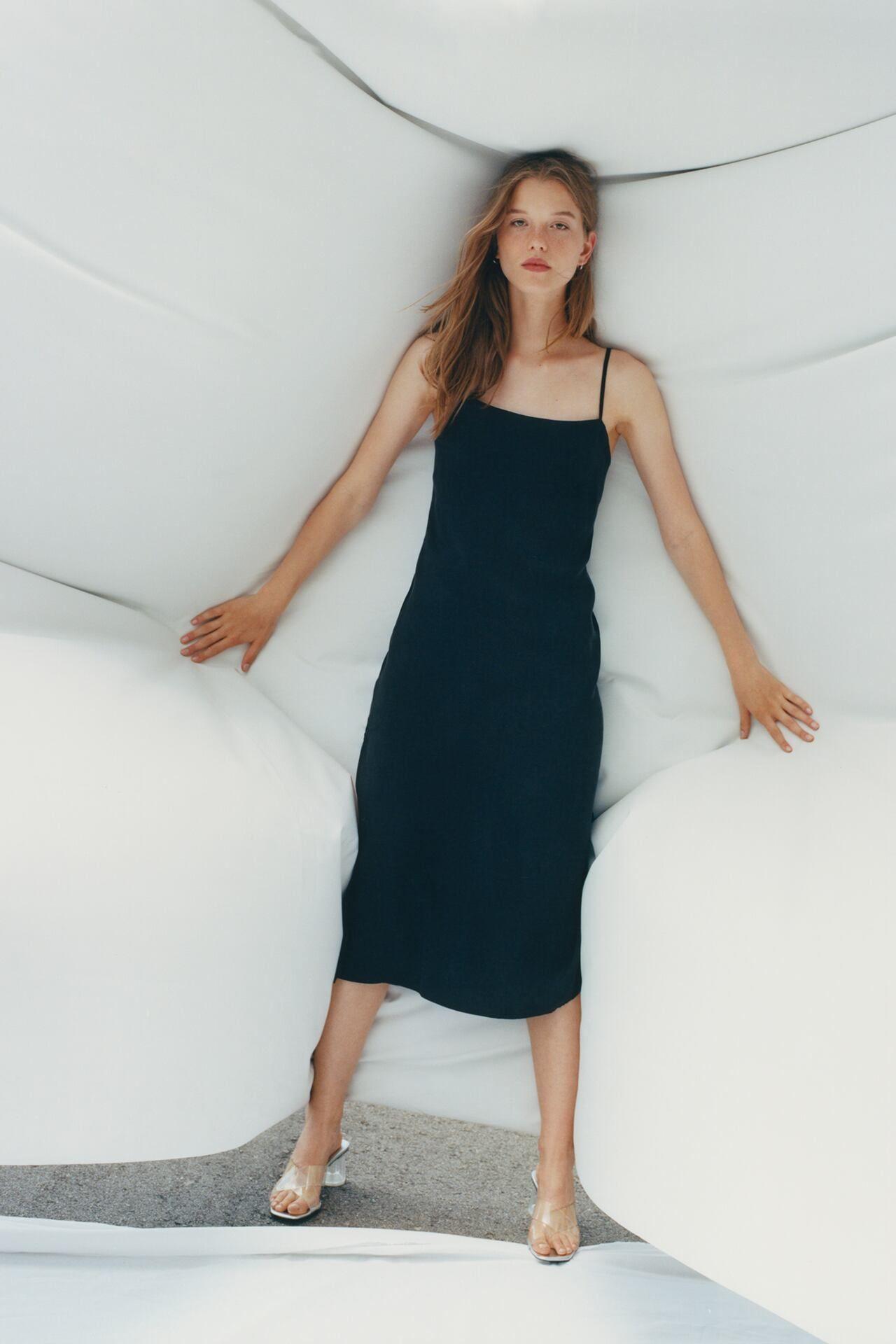 Flowy Dress  Zara Canada In 2020  Fliessende Kleider
