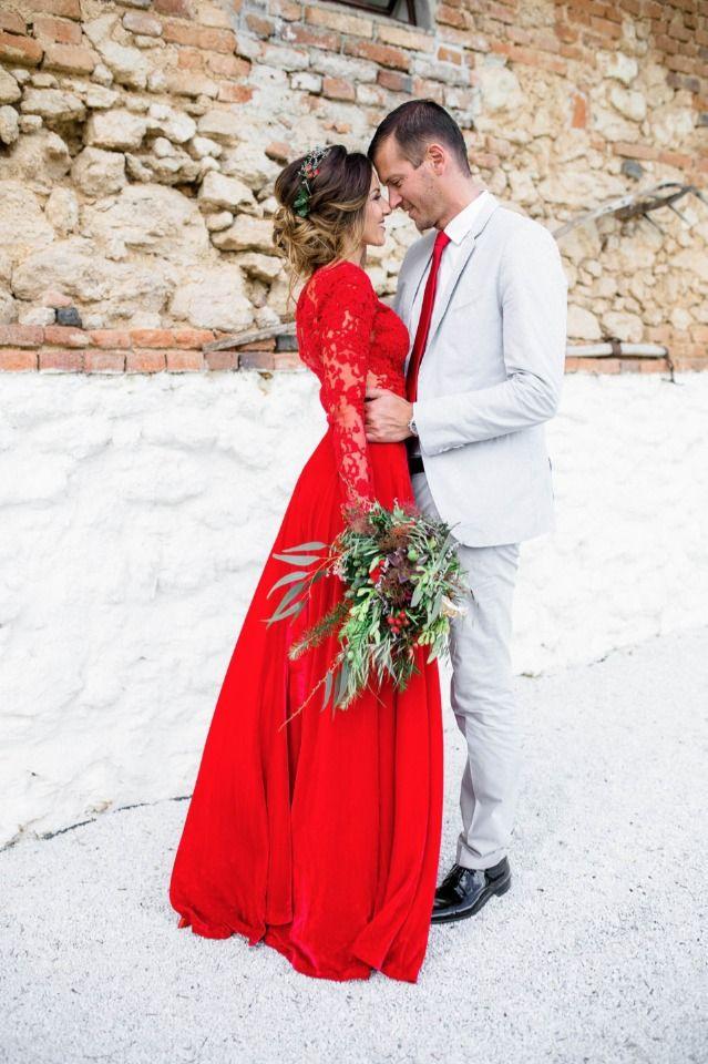 Für Die Dame Ein Rotes Kleid Für Den Herrn Reicht Eine