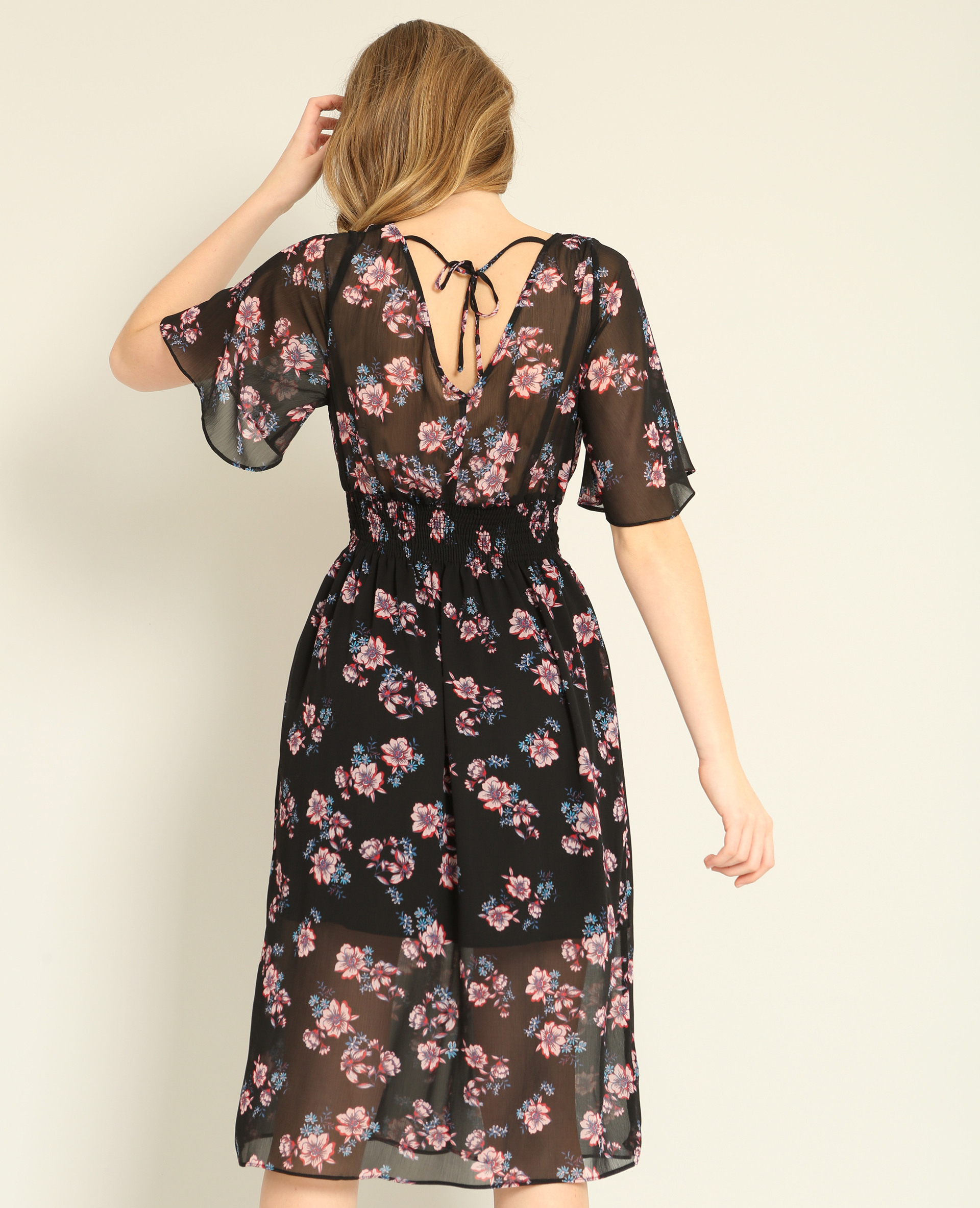 Gebluemtes Kleid Schwarz  780857899E92  Pimkie